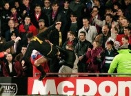 Eric-Cantona-kung-fu-kicks-Crystal-Palace-fan-Matthew-Simmons